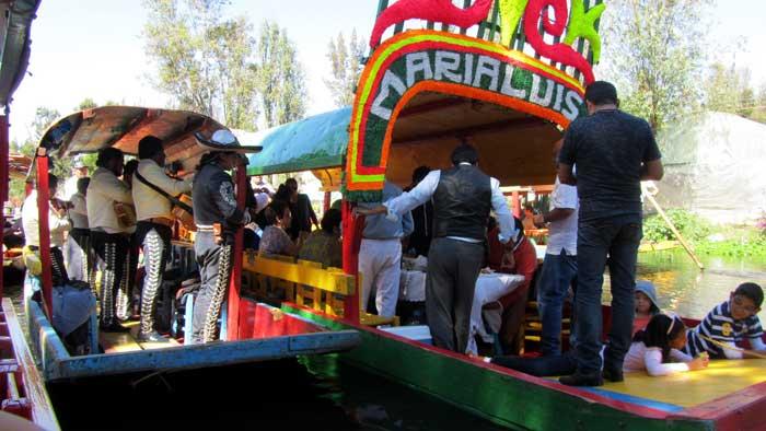 Trajinera boats at Xochimilco – Foto de: David Jones (creative commons)