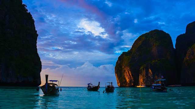 Anoitecer em Maya Bay - Foto de: