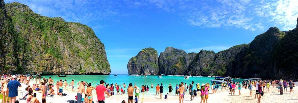 Maya Bay em um dia cheio. Foto de: