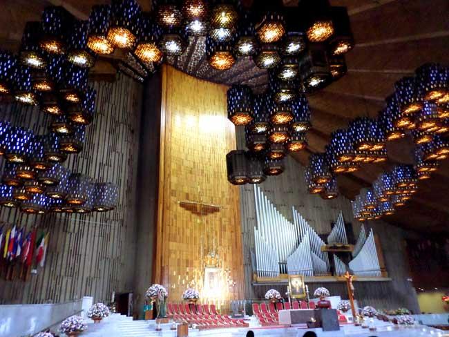 Interior da Basílica Nova