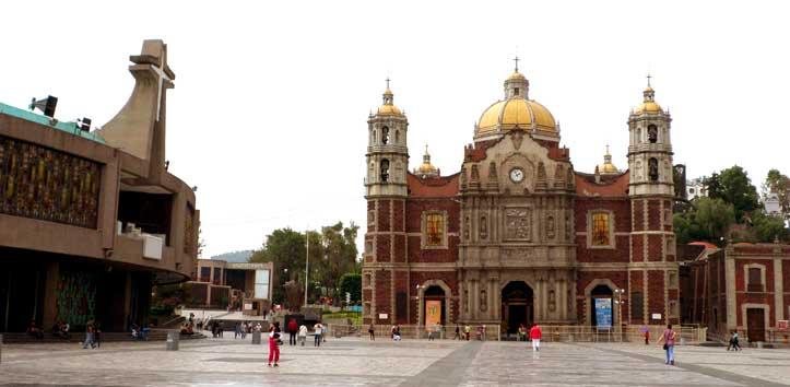 Basílica Nova à esquerda e Basílica Velha à direita