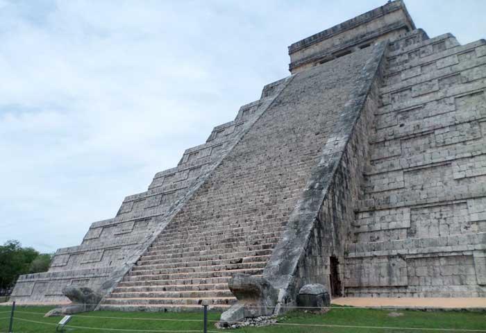 Pirâmide de Kukulcán em Chichén Itzá