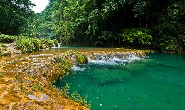 Piscinas naturais em Semuc Champey