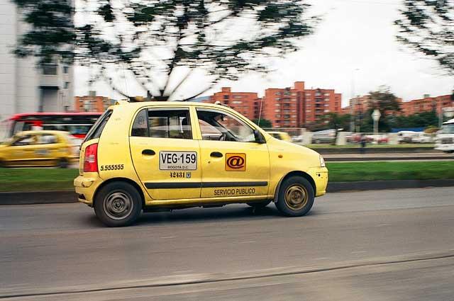 taxi pequeno barato Bogotá