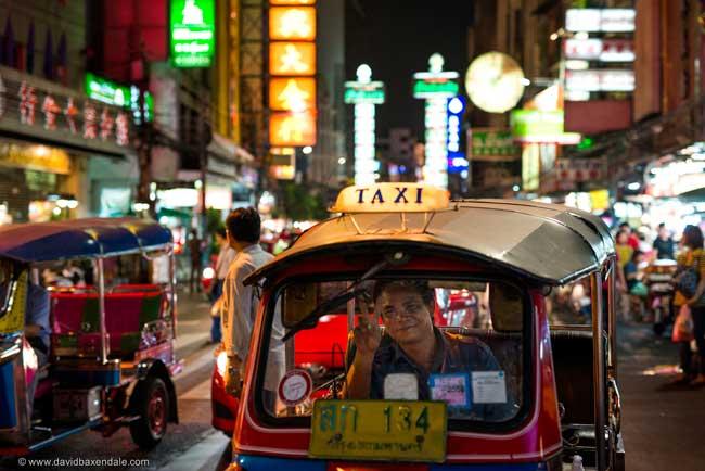 tuk tuk na chinatown em Bangkok