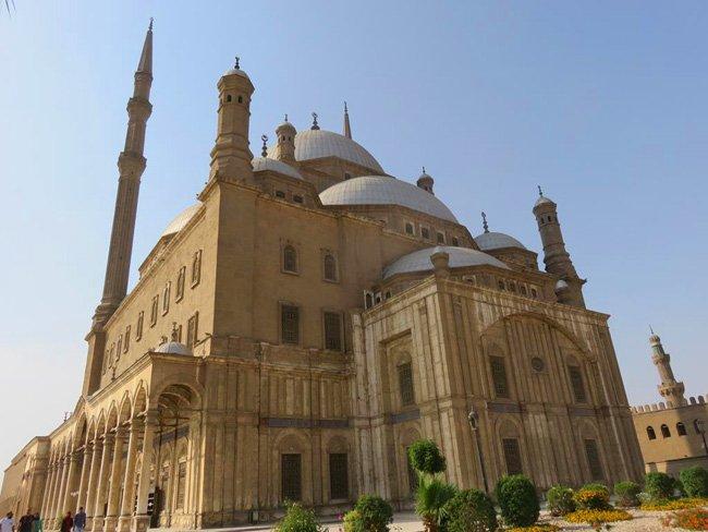 mesquita construída em alabastro egito