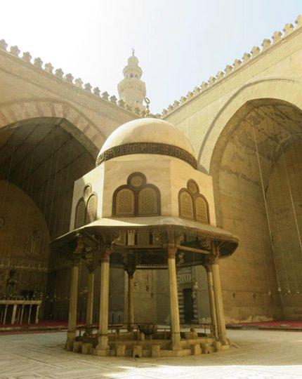 interior da Mesquita Sultão Hassan