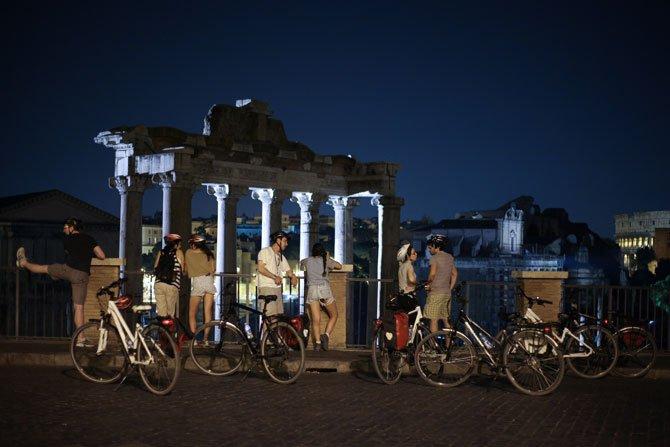 pedaladas a noite em roma