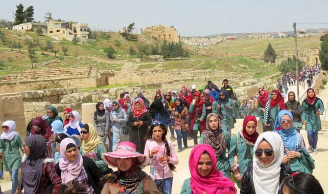 meninas jordanianas excursão escola jerash
