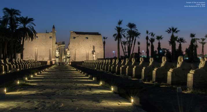 Avenida de esfinges e Templo de Luxor
