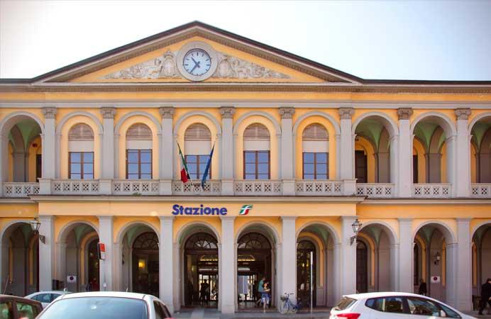 trem estação ferroviaria lucca italia