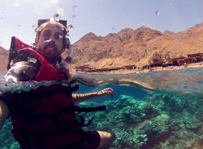 nadando snorkeling blue hole egito