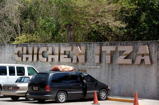 estrada chichen itza mexico