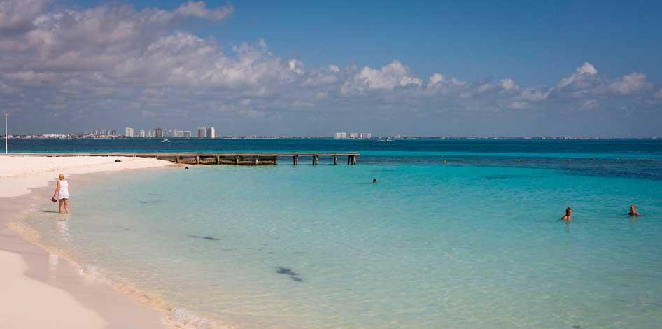 mar azul praia em cancun